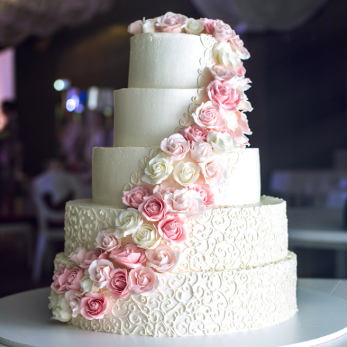 peach colored weddin cake with roses